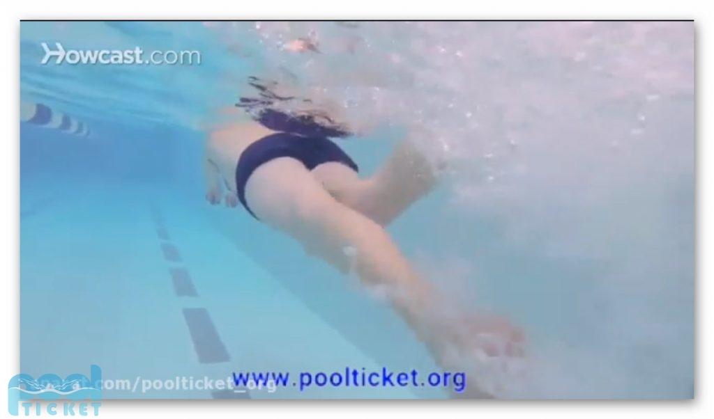 نحوه صحیح پا زدن در شنای کرال سینه