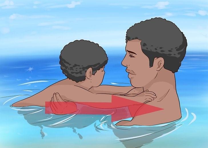 عکس آموزش شنا به کودک زیر 2 سال